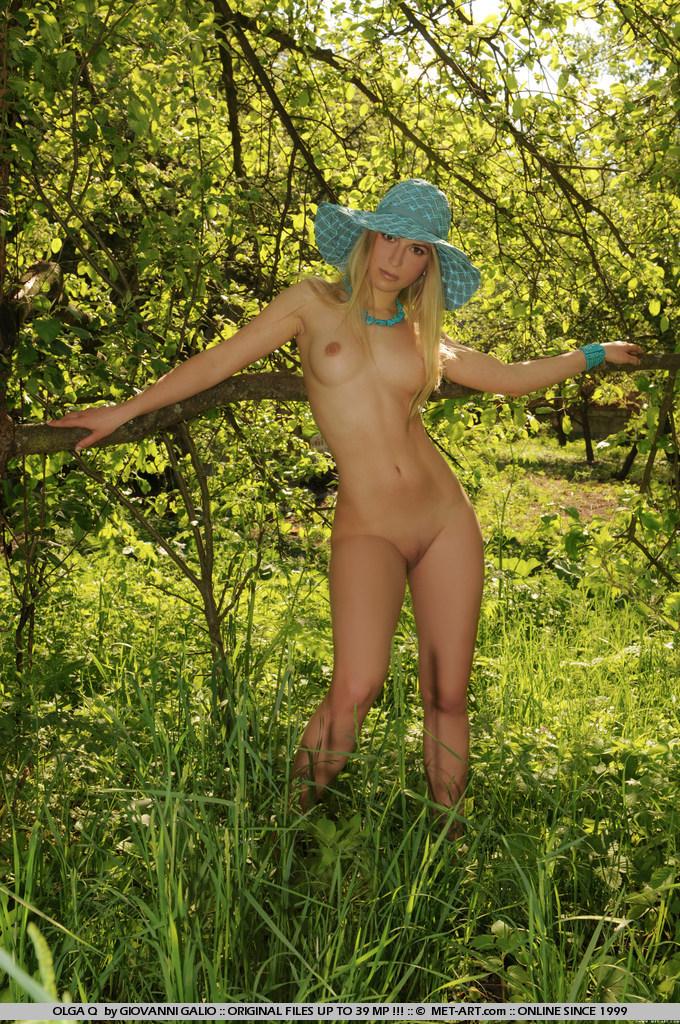 olga-q-meadow-met-art-05