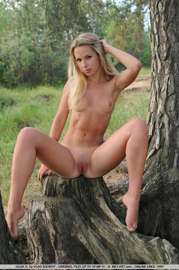 olga-q-nude-under-tree-metart-12