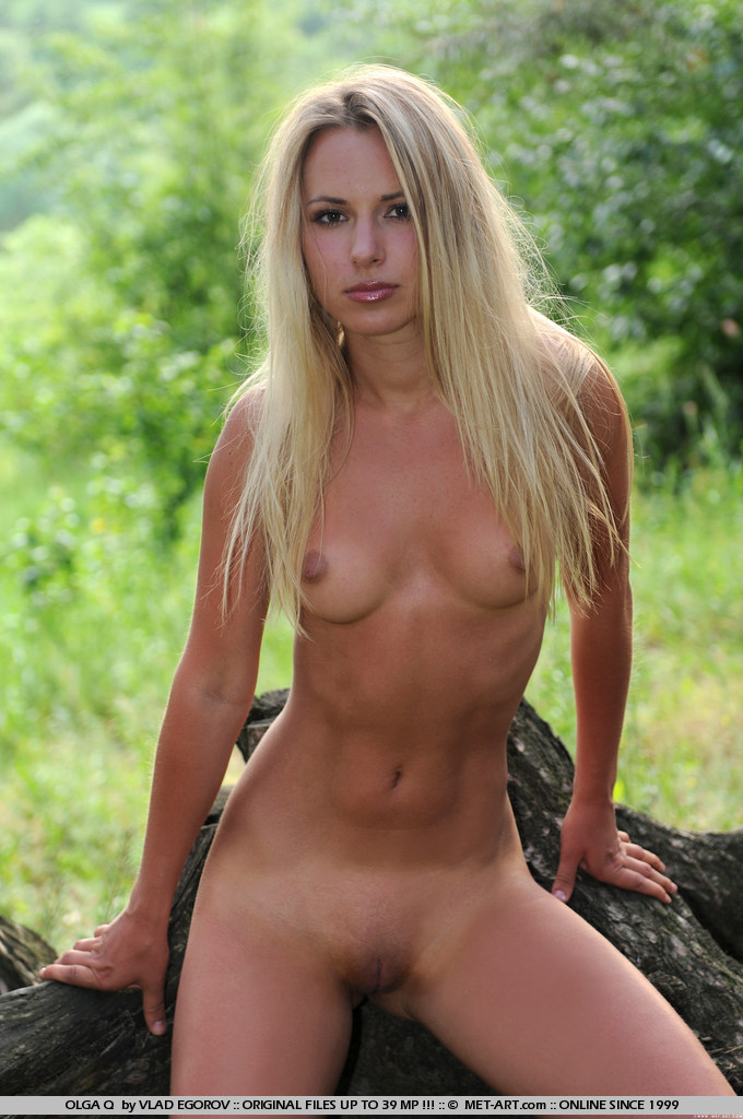 olga-q-nude-under-tree-metart-14
