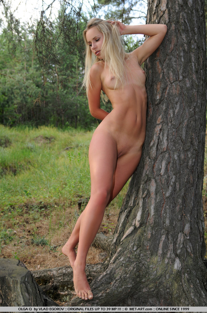 olga-q-nude-under-tree-metart-18