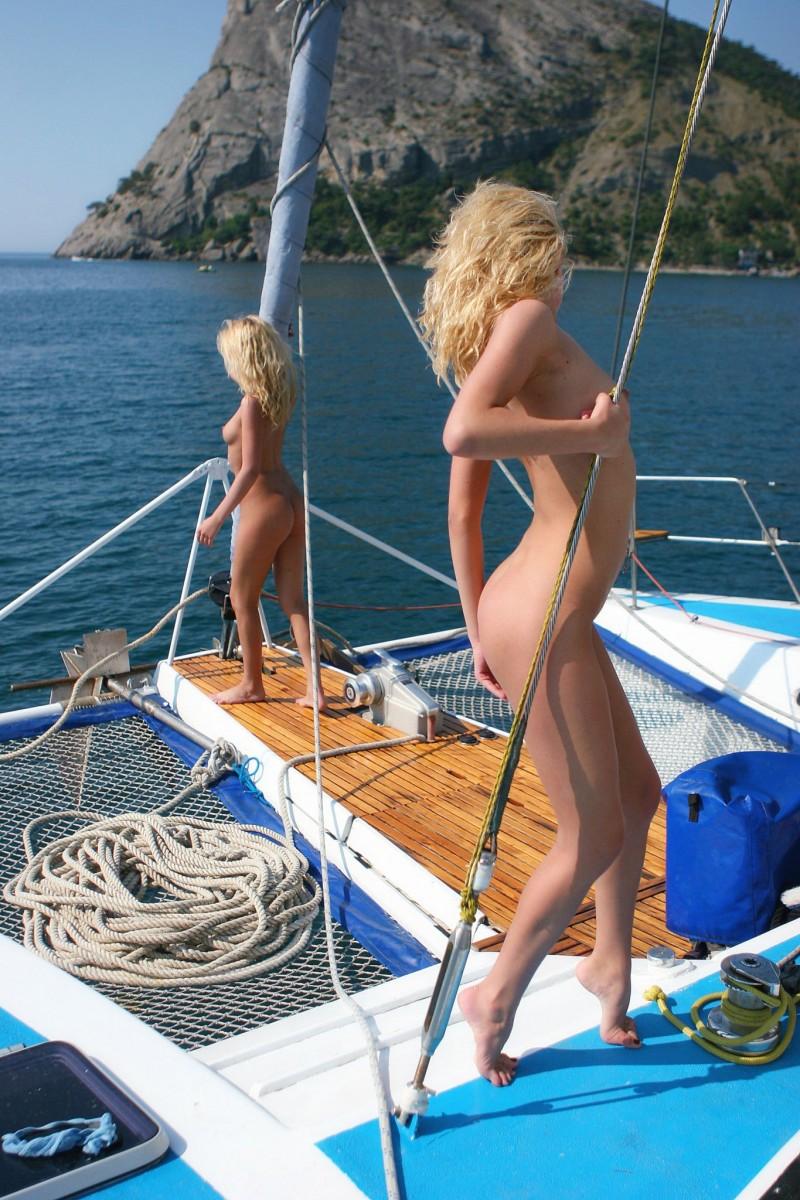 olga-&-oxana-catamaran-nude-sisters-metart-20