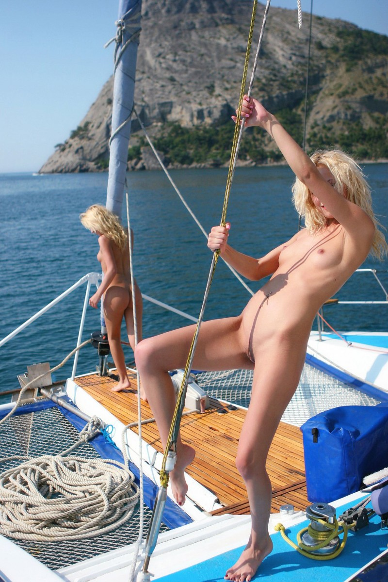 olga-&-oxana-catamaran-nude-sisters-metart-21
