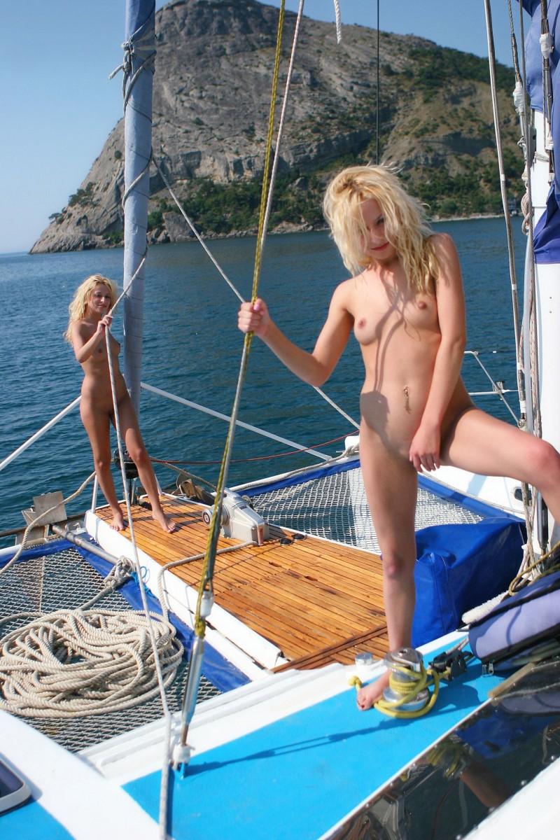 olga-&-oxana-catamaran-nude-sisters-metart-23