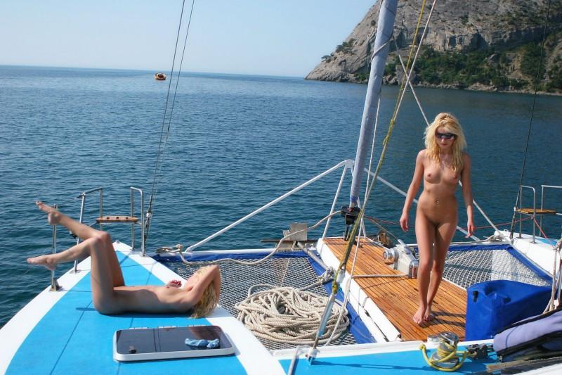 olga-&-oxana-catamaran-nude-sisters-metart-25