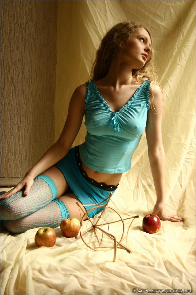 olia-blue-fishnets-nude-mplstudios-01