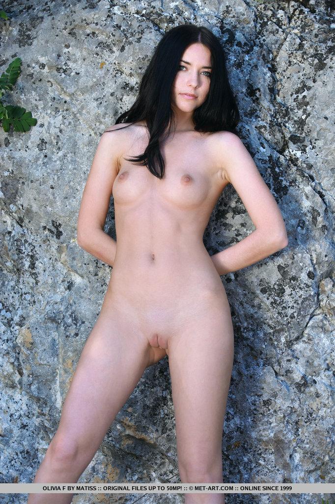 olivia-f-outdoor-naked-metart-06
