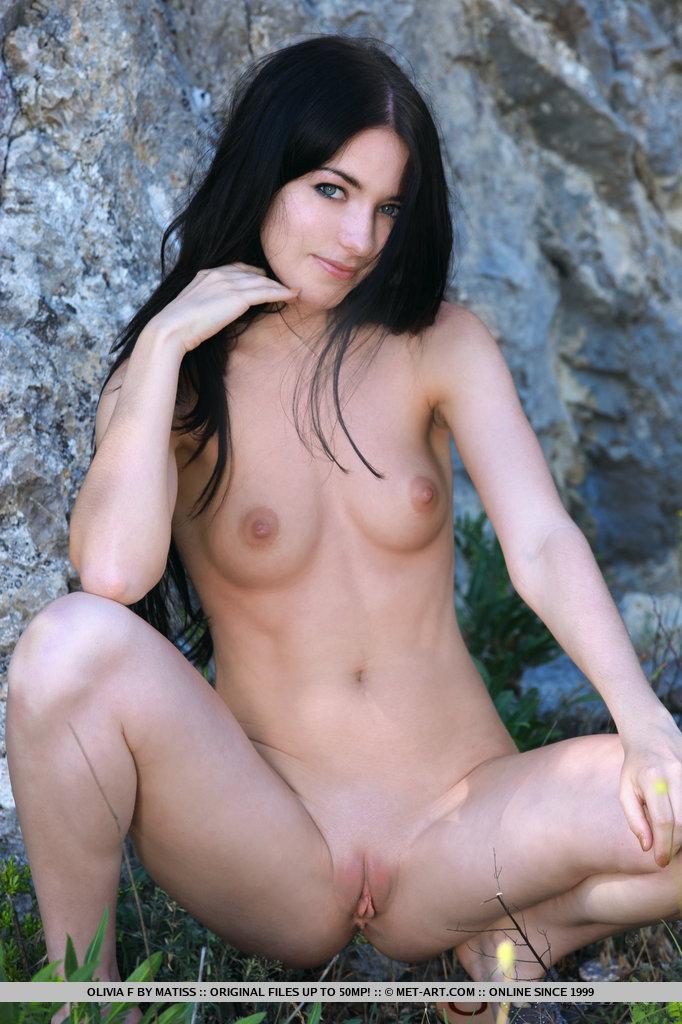 olivia-f-outdoor-naked-metart-07