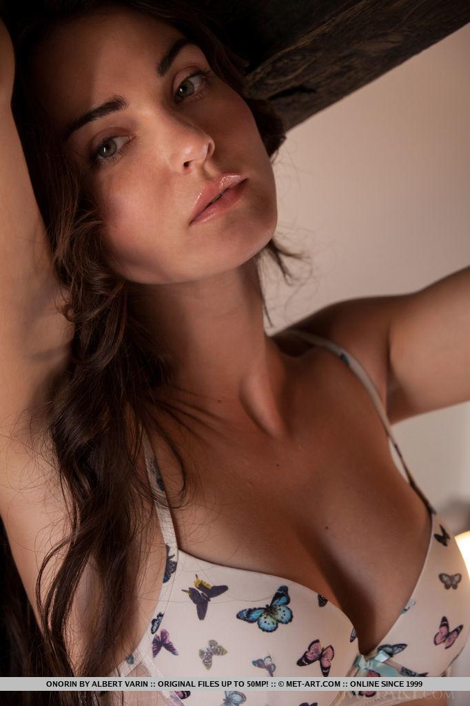 onorin-apple-bedroom-nude-metart-05