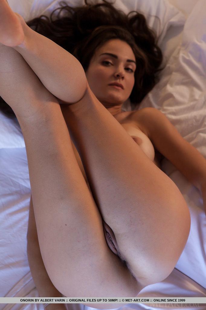 onorin-apple-bedroom-nude-metart-09