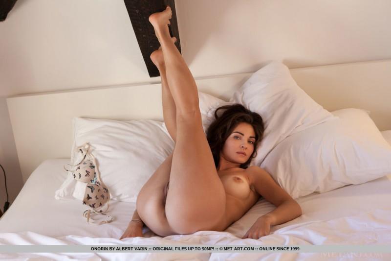 onorin-apple-bedroom-nude-metart-16