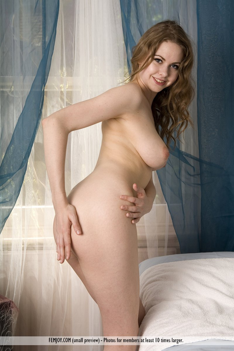 oriana-nude-towel-femjoy-05