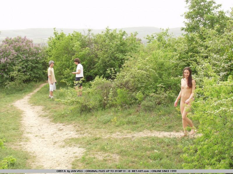orsy-nude-in-public-01
