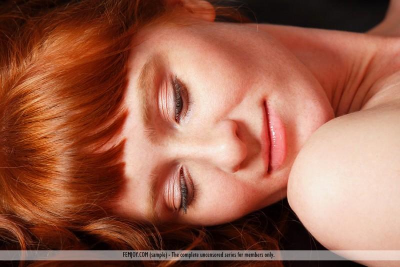ossana-redhead-couch-femjoy-08