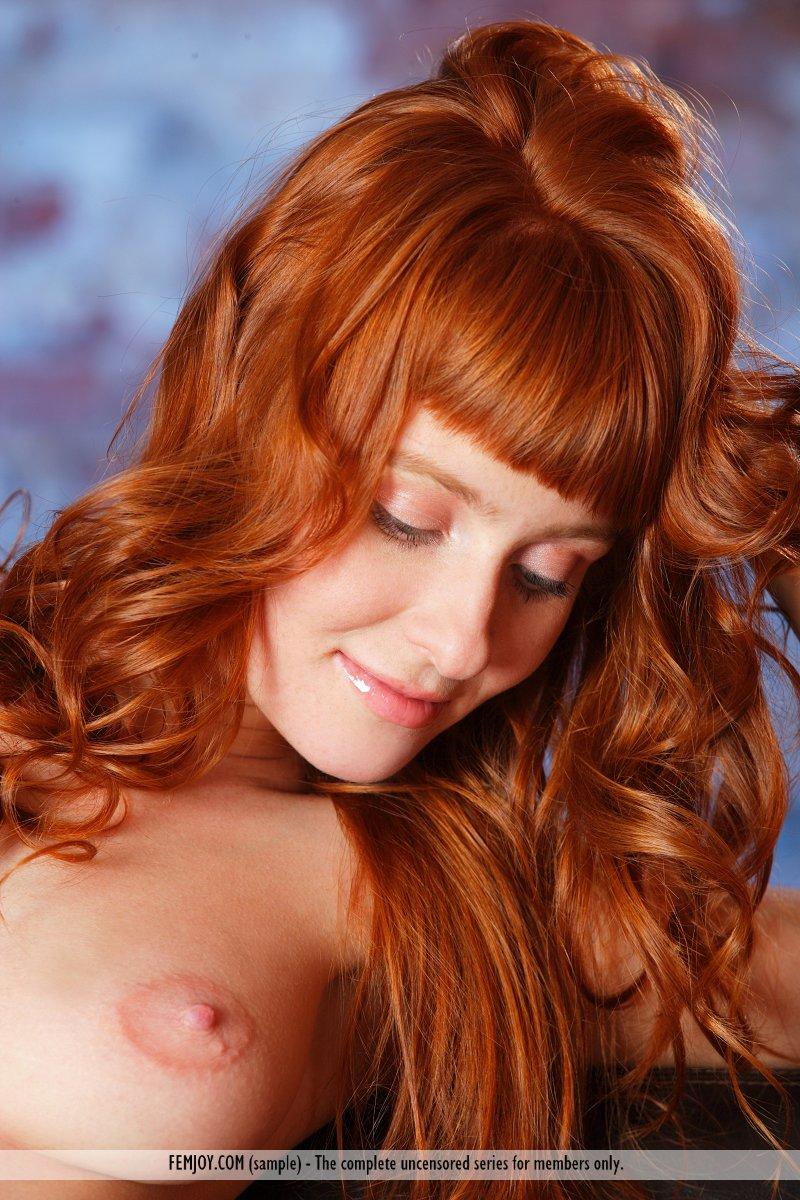 ossana-redhead-couch-femjoy-10