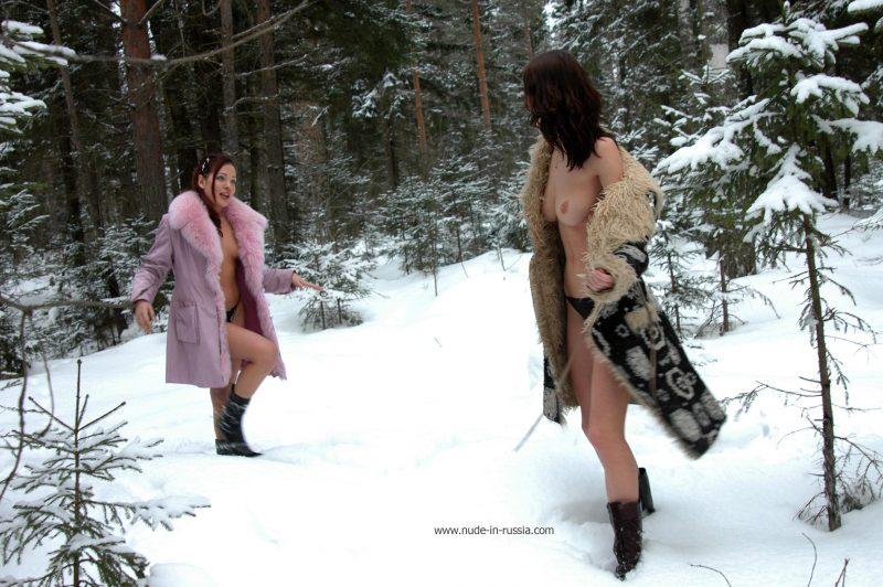 oxana-&-alina-winter-nude-in-russia-01