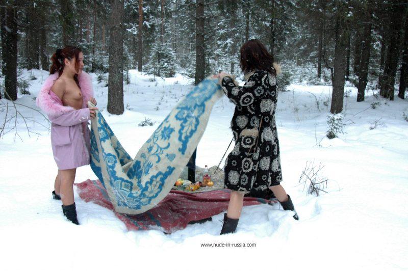oxana-&-alina-winter-nude-in-russia-12