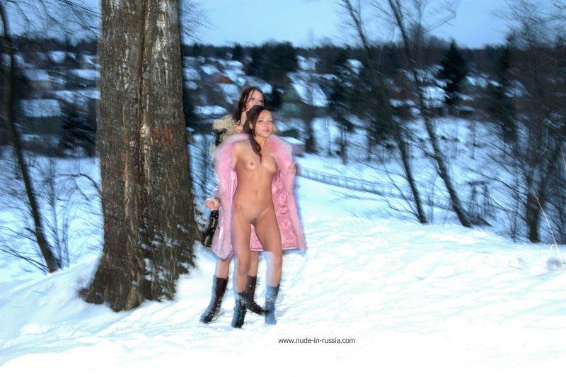 oxana-&-alina-winter-nude-in-russia-18