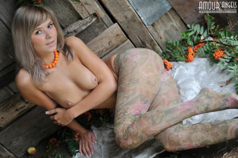 paloma-nude-pantyhose-amourangels-01