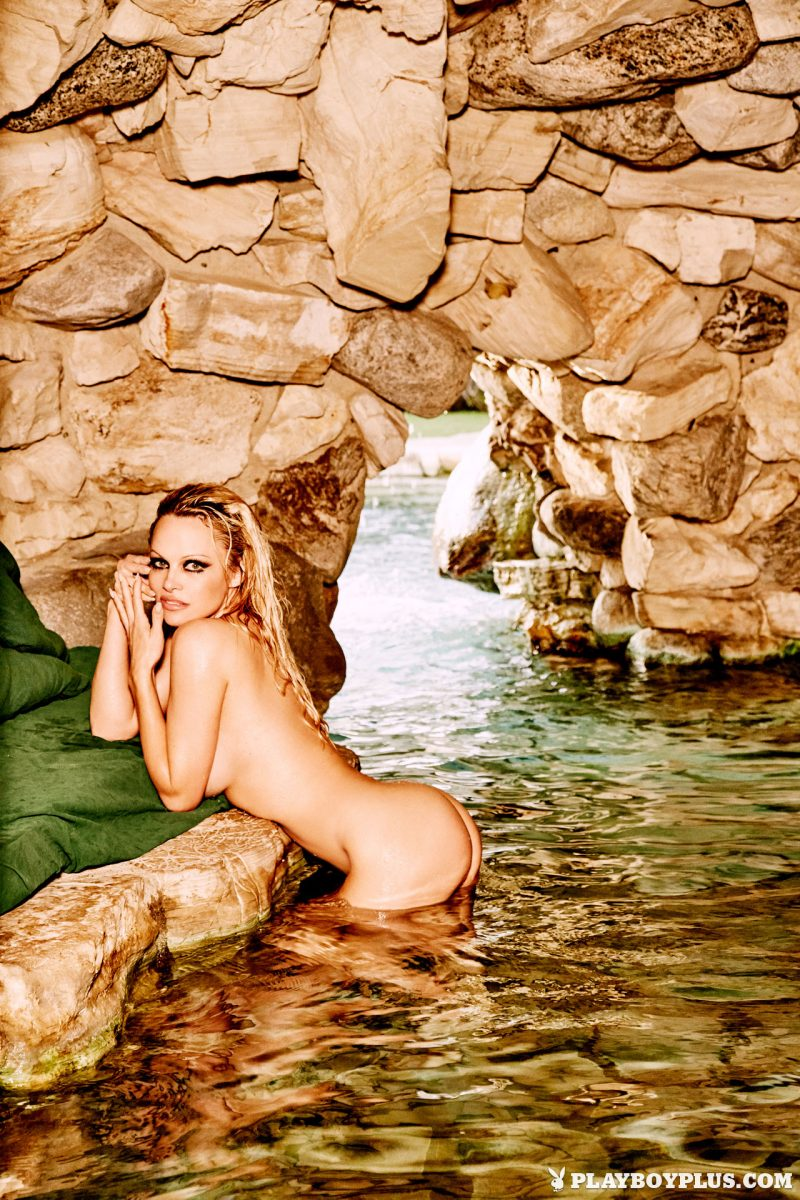 pamela-anderson-returns-nude-playboy-15