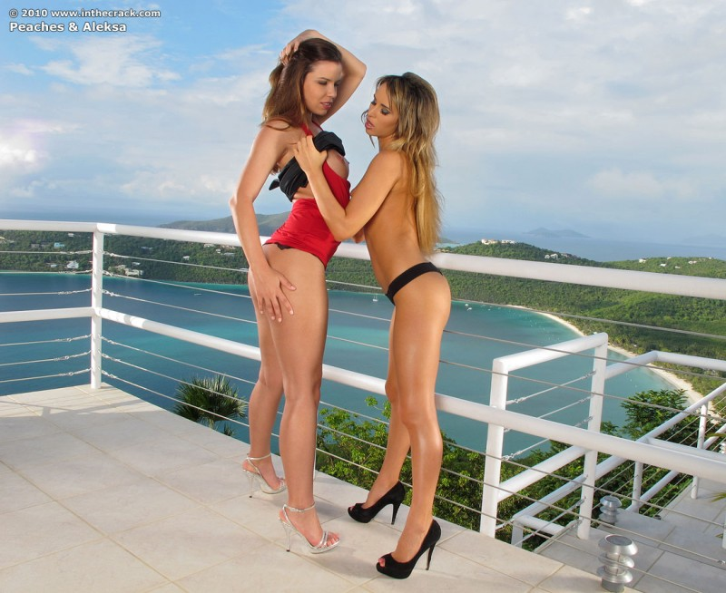 aleska-diamond-&-peaches-inthecrack-04