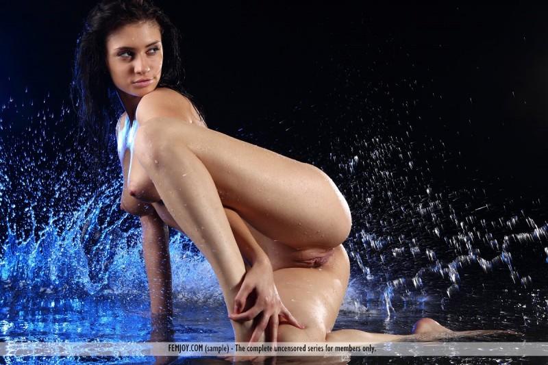 penelope-wet-10