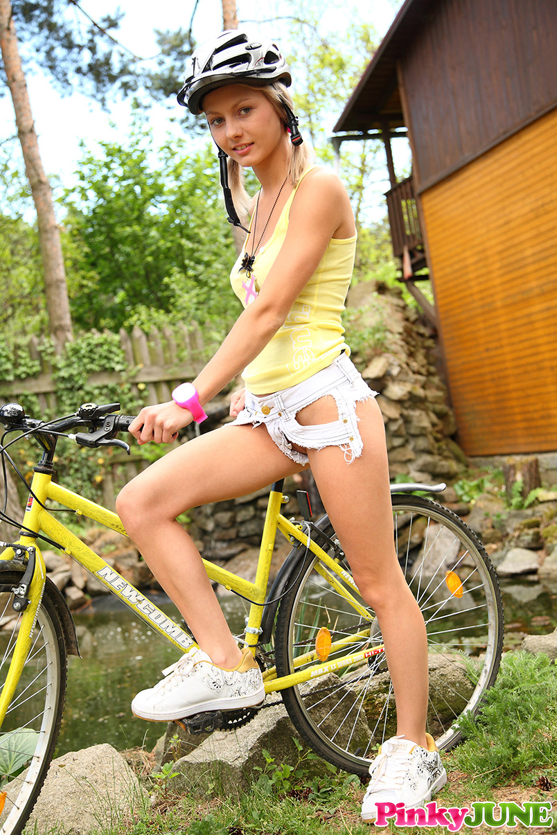 pinky-june-cyclist-girl-bicycle-blonde-nude-01