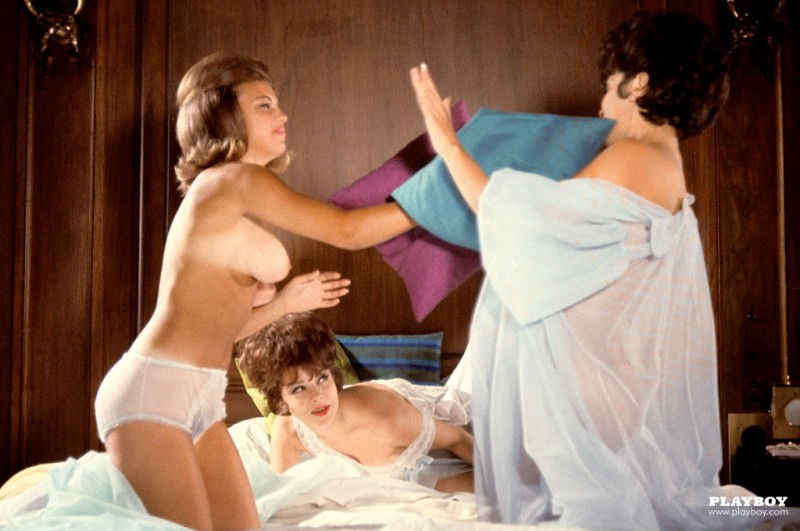 playmate-pillow-fight-1963-vintage-retro-playboy-12