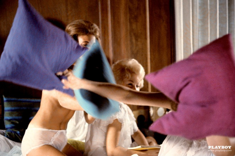 playmate-pillow-fight-1963-vintage-retro-playboy-13