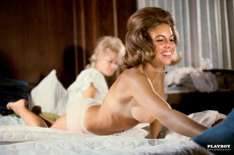 playmate-pillow-fight-1963-vintage-retro-playboy-14