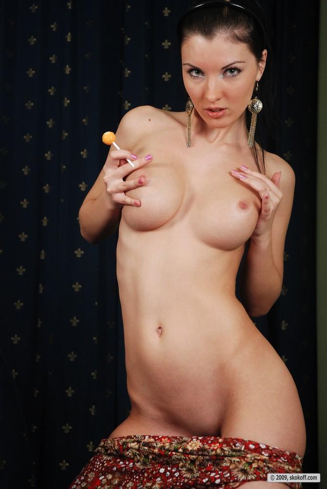 polina-lollipop-skokoff-13