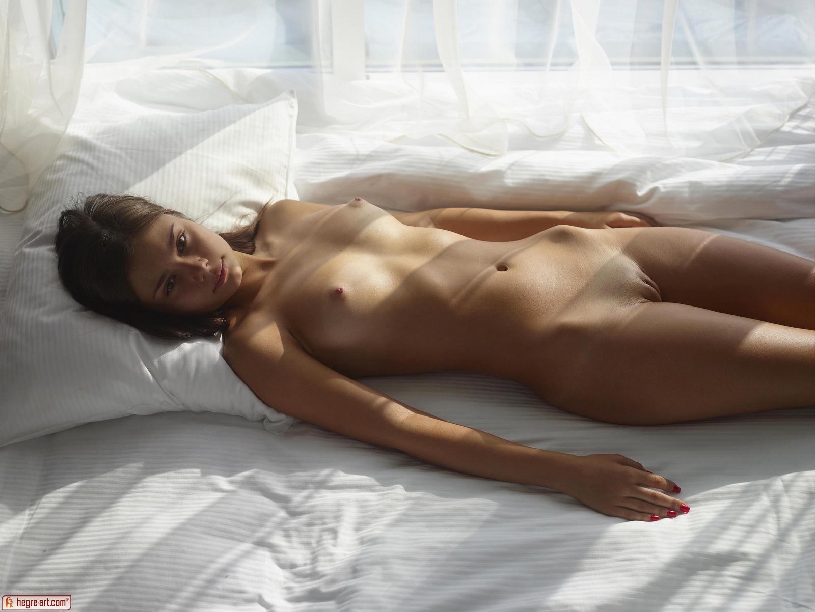 venus-sunny-day-naked-hegreart-01