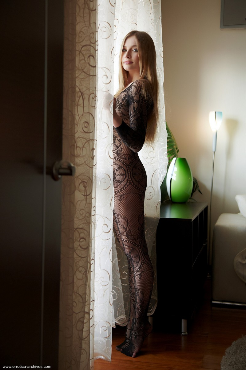 raffaella-bodystocking-errotica-archives-01