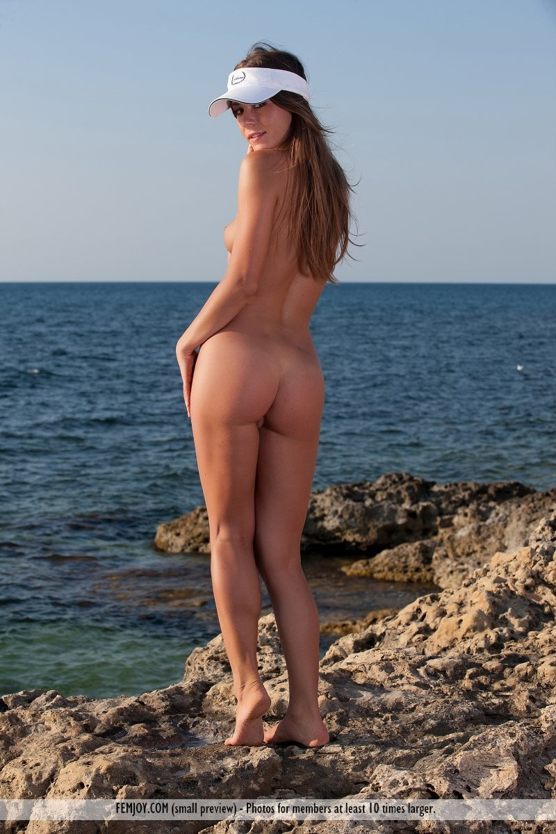 raisa-seaside-nude-femjoy-03