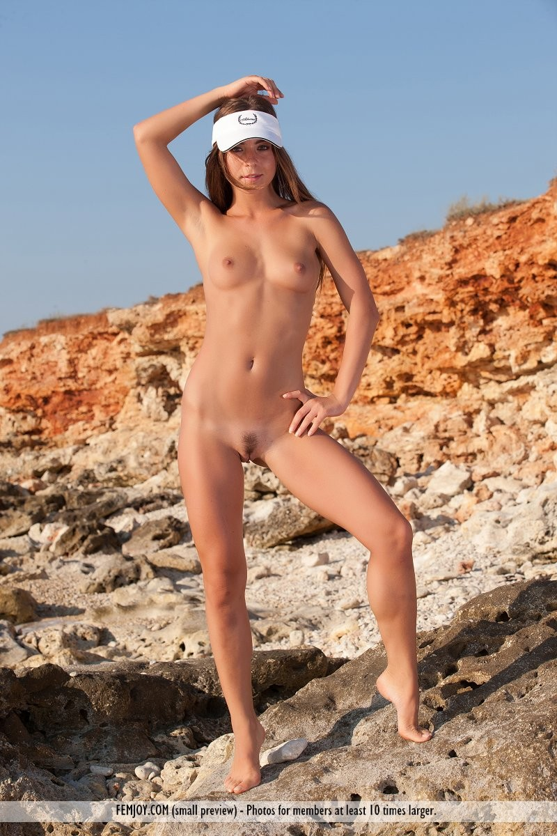 raisa-seaside-nude-femjoy-07