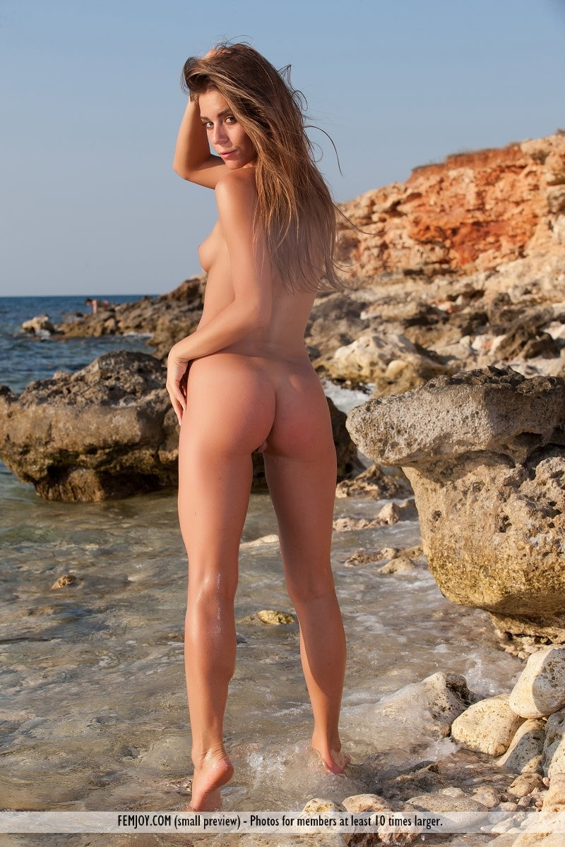 raisa-seaside-nude-femjoy-09