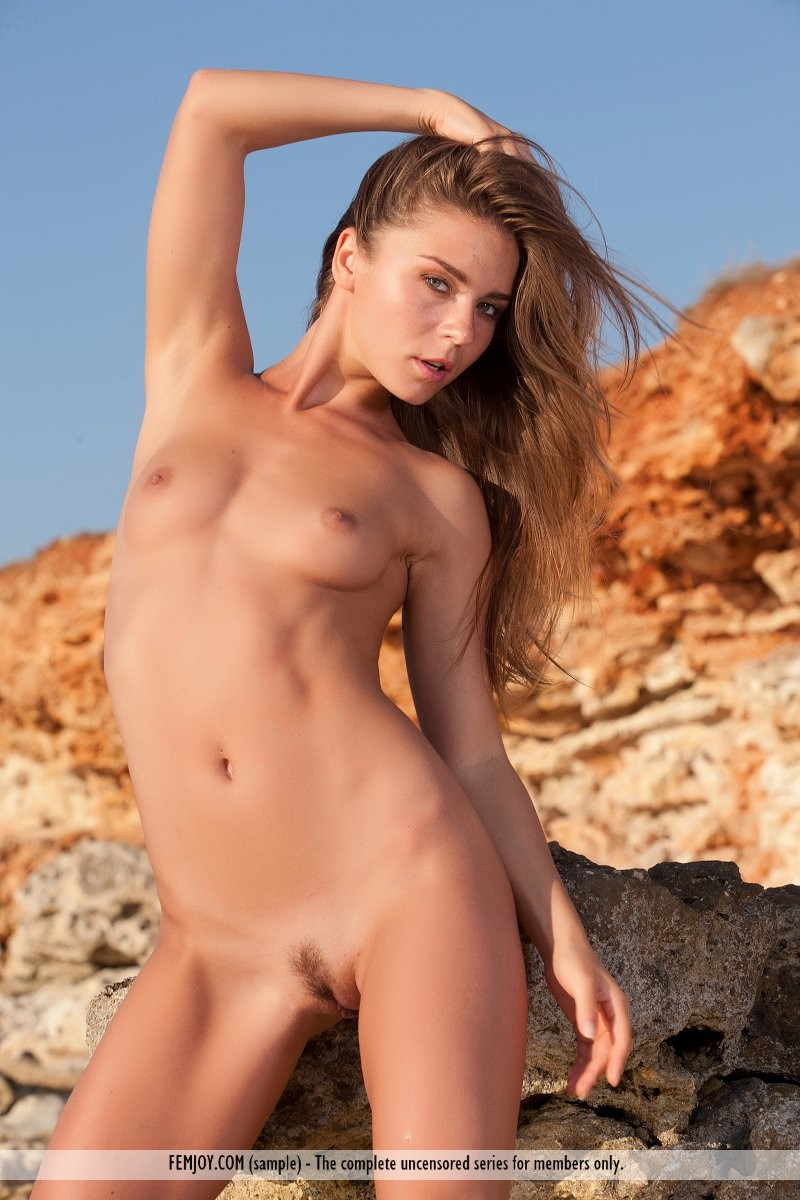 raisa-seaside-nude-femjoy-10
