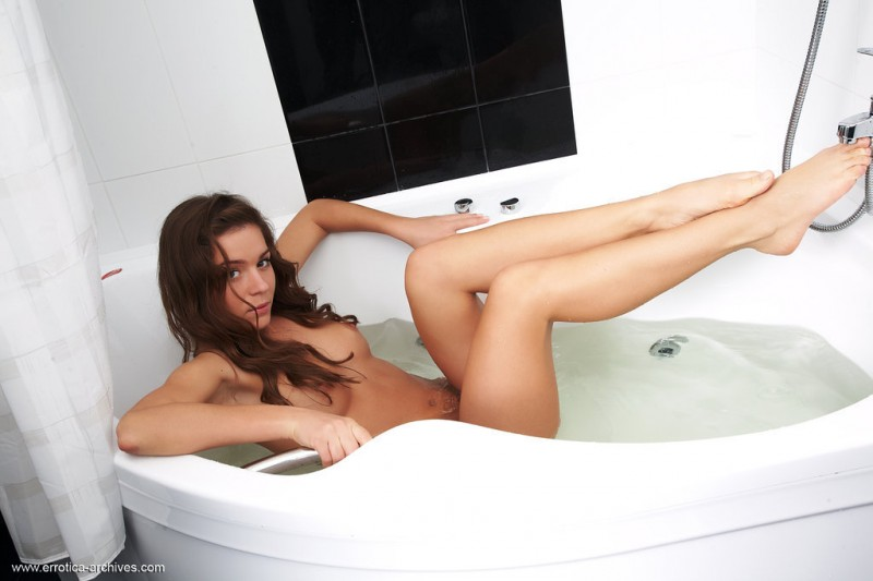 raisa-bath-nude-errotica-archives-01