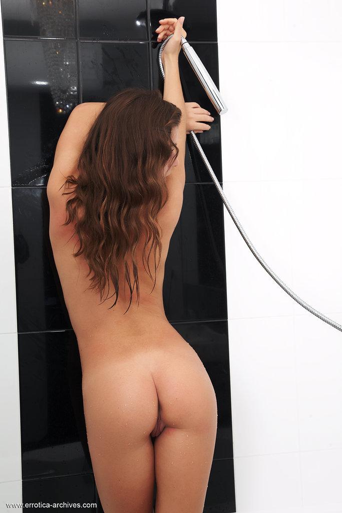 raisa-bath-nude-errotica-archives-08
