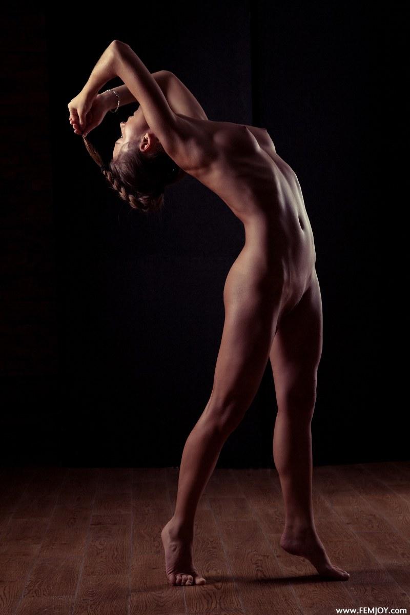 raisa-nude-femjoy-02