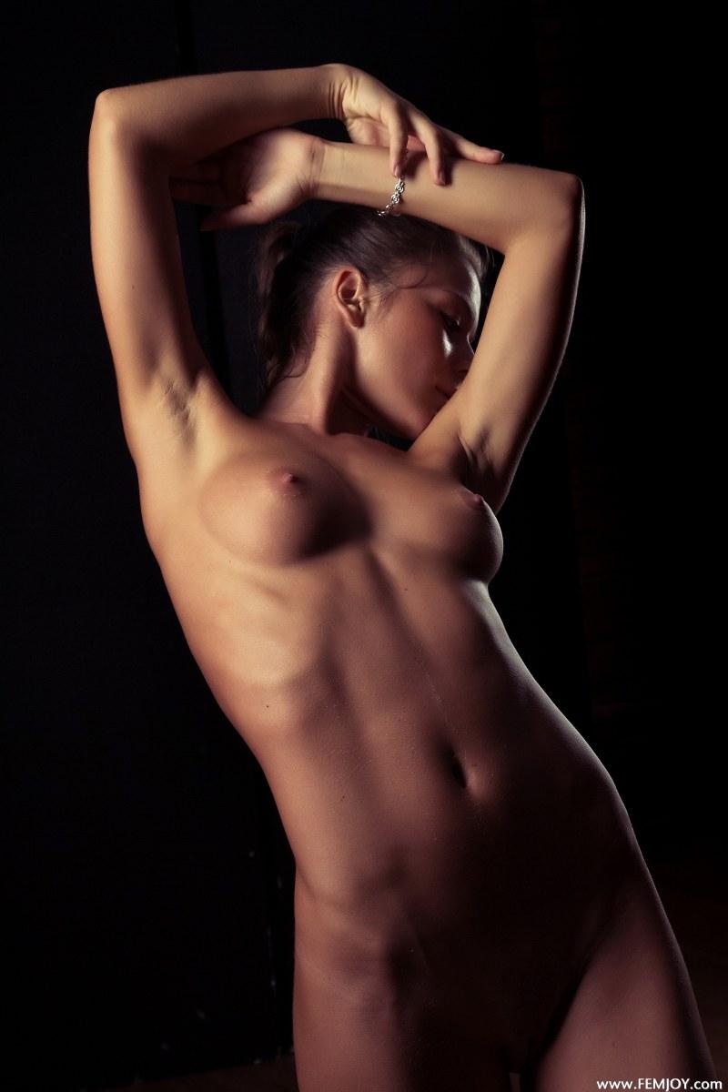 raisa-nude-femjoy-03