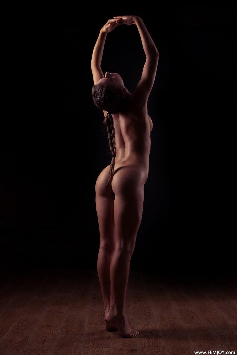raisa-nude-femjoy-04