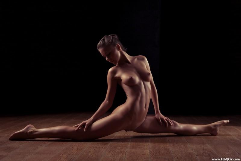 raisa-nude-femjoy-08