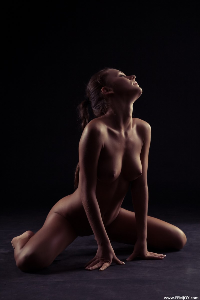 raisa-nude-femjoy-10