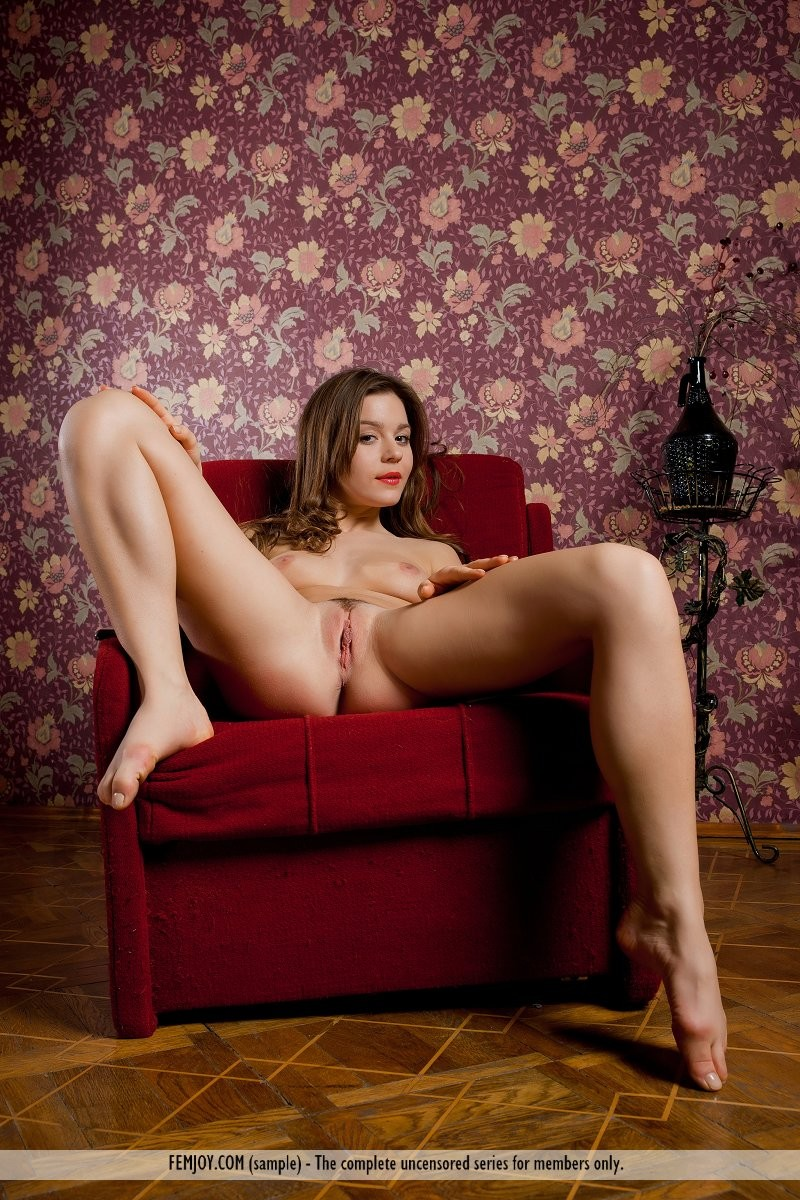 raisa-nude-red-armchair-femjoy-06