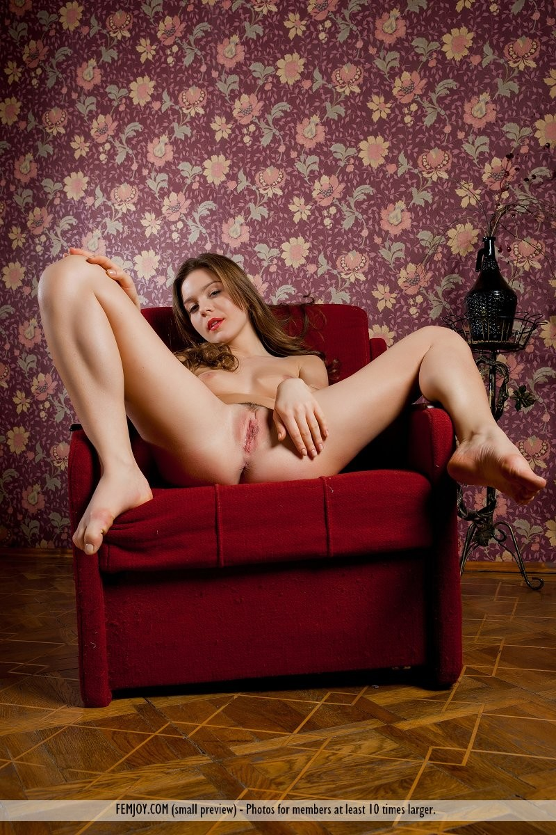 raisa-nude-red-armchair-femjoy-07