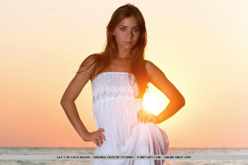 lily-c-sunset-met-art-01