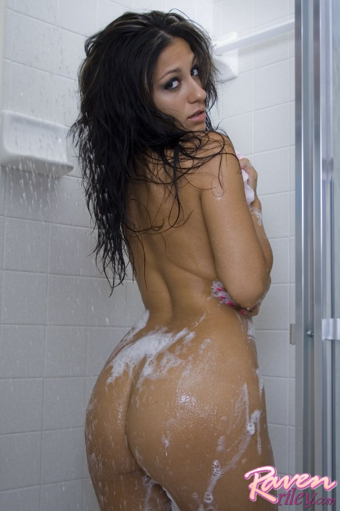 riley ass in the shower Raven