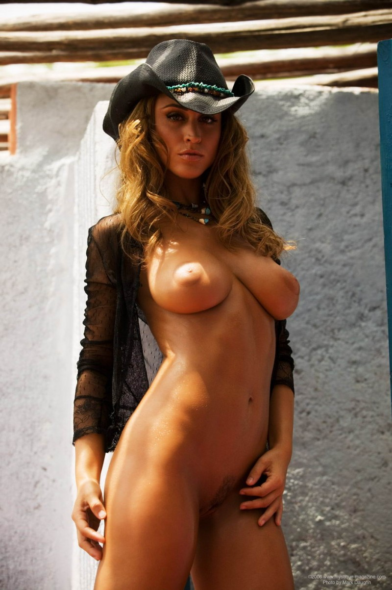 rebecca-dipietro-cowboy-hat-mystique-magazine-11
