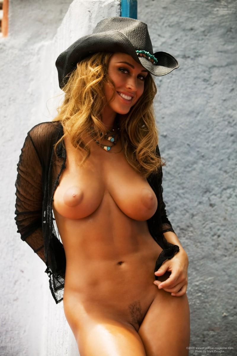 rebecca-dipietro-cowboy-hat-mystique-magazine-12