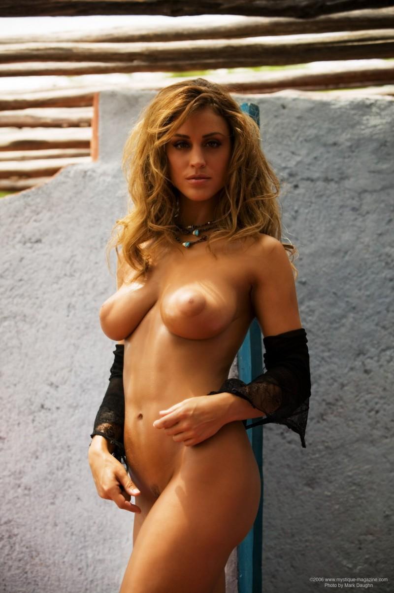 rebecca-dipietro-cowboy-hat-mystique-magazine-14